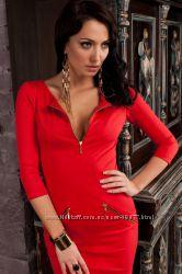 Элегантное коктейльное платья в яркой модной расцветке