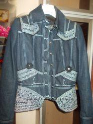 Красивенный джинсовый пиджак  FERRE оригинал Италия