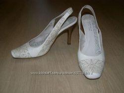 Белые босоножки Carnaby 38-39, идеал