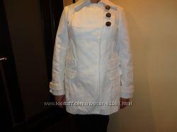 Красивое белое пальтишко Promod