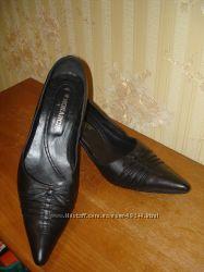 Туфли на невысокой шпильке 40 размер