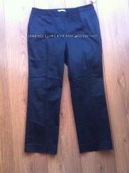 черные укороченые брюки , капри от GAP
