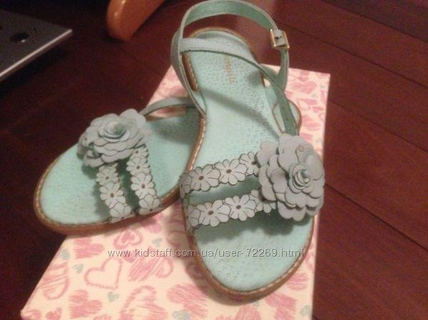 Модные босоножки Pampili