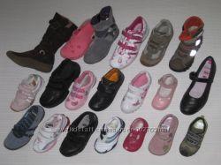 Много бу обуви в отличном состоянии для девочек и мальчиков.