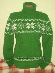 Теплые и стильные свитера с зимней и новогодней тематикой