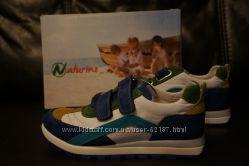 новые в коробке классные кроссовки  бренда Naturino в размере 33 европейски