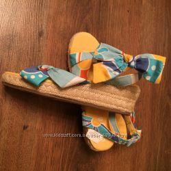 Продаю сандали Crazy8 США 13, 19 см