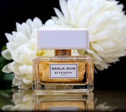 Новинка - Dahlia Divin by Givenchy