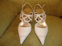 Продам бу белые нарадные итальянские босоножки LORIBLU на свадьбу или выпус