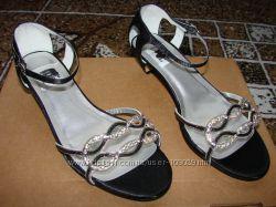Черные босоножки со стразами, Кожаные лакированные  туфли ,