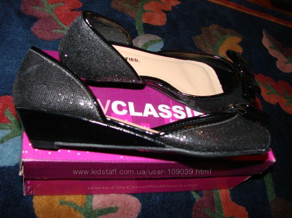 Туфли  с паетками и открытым носочком