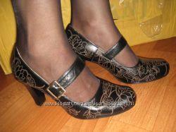 Симпатичные кожаные туфельки -- дешево