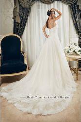 Очень красивое свадебное платье со шлейфом