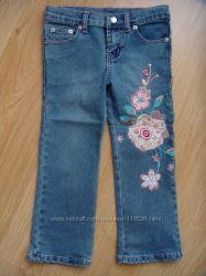 продам красивые расшитые джинсы на девочку