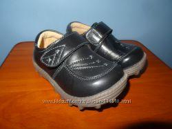 В наличии новые кожаные туфельки мокасины для мальчиков