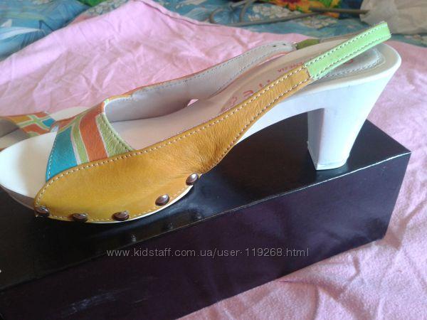 Модные итальянские  босоножки на каблуке