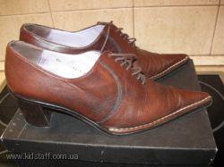 Весенние туфли TJ Collection бу. 37, 5 размер на неузкую ногу.