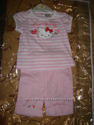 Комплект Hello Kitty для девочки на 3-6 мес. , футболочка и брюки-бриджи.