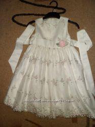 Нарядное платье  на 3-5 лет