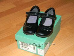 Лаковые туфельки Clarks 10р. на модницу