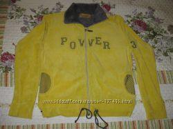 Симпотичная желтая  кофта спортивного кроя