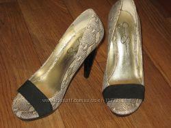 Шикарные брендовые туфельки от Jessica Simpson р. 38, 5