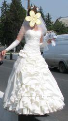 Продам свадебное платьев подарок перчатки и кольца для юбки