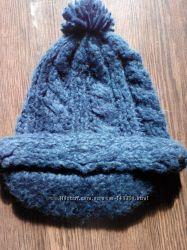 Стильная вязанная кепка, шапка с козырьком River Island.