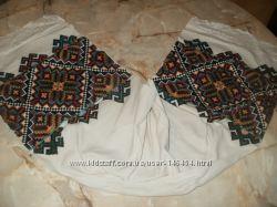 Старовинні вишиті рушники та серветки.