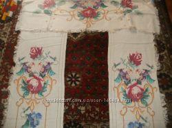 Старовинні вишиті завіси на вікна та двері, рушники та серветки.