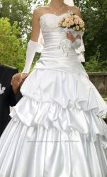 Продам красивое свадебное платье с белого атласа