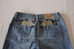 красивые джинсы с вышивкой