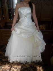 Свадебное платье в идеальном состояние шлепки 38р.