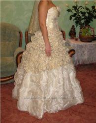 Свадебное платье или на выпускной.