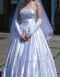 Продается свадебное платье, р. 44-46, атласное, вышивка Ришелье