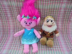 Игрушка мягкая принцесса Розочка Тролли Trolls и гном Умник Doc Белоснежка