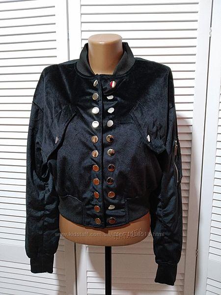 Стильная велюровая куртка бомбер