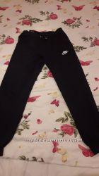 Новие спортивние штани nike 46 размера