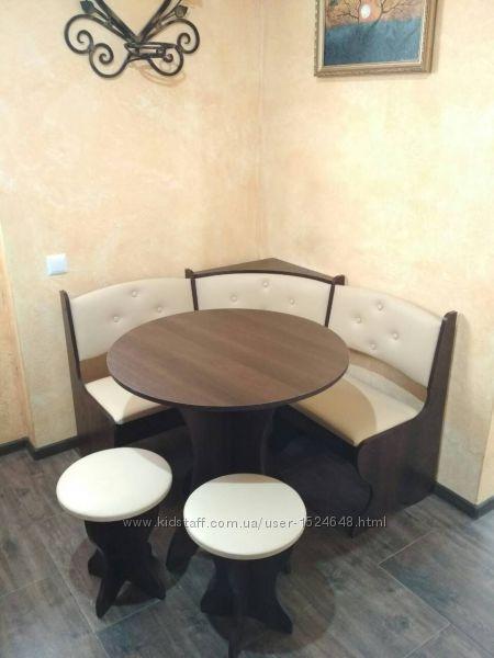 Компактный кухонный уголок Боярин угловой диван, круглый стол, 2 табурета