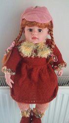 кукла в вязанном платье