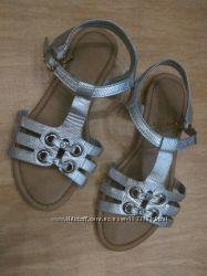 Босоножки серебряные на низком ходу