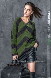 Стильный в полоску свитер Мия