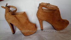 Босоножки р. 40 Style Shoes новые на платформе высокий каблук
