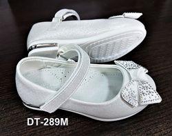 Нарядные белые туфельки для девочки