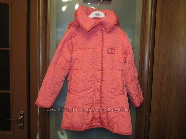 Демисезонное пальто для девочки Donilo