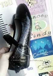 Школьные туфли BG на девочку черного цвета