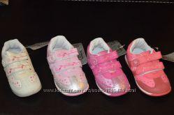 Очень красивые, качественные кроссовочки для маленьких принцесс