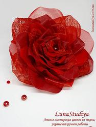 Заколка для волос Роза из шелка красная
