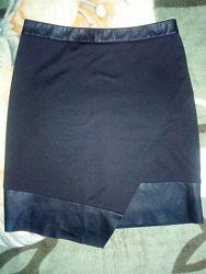 Юбка чёрная классическая с вставками из кожзама