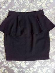 Чёрная стильная  юбка с баской s